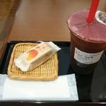 ゴンチャ - タピオカ入りの紅茶とマンゴーケーキです。