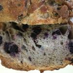 エグ・ヴィヴ - ブルーベリーのパン 断面