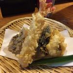 麺処まはろ - カラッと揚がった美味しい天ぷらです。