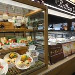 喫茶&軽食 ブリヤン カフェ - 小田急11Fにあります。