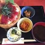 すし久 - 手こね寿司(梅)@1250円  赤出汁、香の物、小鉢二品付き(n´v`n)