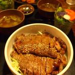 大ど根性ホルモン - サーロインステーキ丼 W 1,100円