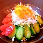 ワイズキッチン - 自家製ドレッシングのサラダ