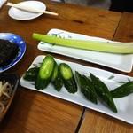居酒屋万ちゃん - もやしナムル、韓国のり、セロリ一本、きゅうり一本漬けです