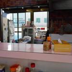 麺屋 心 - カウンター向こうの調理場