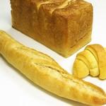 オオナミ - 購入三点=角食、クロワッサン、フランスパン