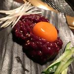 まめ牛 - 桜ユッケ