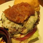 ピギーキャットダイナー - 日替りバーガー:りんごジャムとゴルゴンゾーラ・チーズのバーガー、自家製ピクルス2