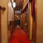 八坂通り 燕楽 - 昔の京都のお家です。廊下