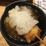 地魚屋台 とっつぁん - 2016/10/21  たっぷりおろしをつけて