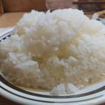 キッチン南海 - 大盛ライズ、甘い香りが広がるナイスな炊き立てご飯。