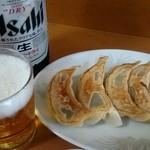 菊亭 - 餃子 ビールは大瓶です