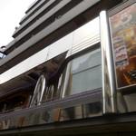 麻布 韓日館 - 外観;お店があるのは2階