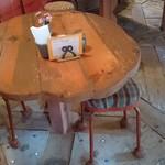 壺小屋 - 建物もテーブルも椅子も手造り