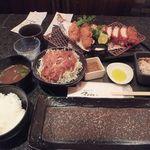 とんかつ マンジェ - 季節限定「黒豚チョイス(カキフライ)定食」(3140円込)(2016年10月)