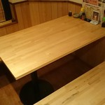 鉄板居酒屋OHANA - 4~5名様向けのテーブル席です。