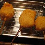 串かつ でんがな - 帆立(左)、イカ(中)、チーズちくわ(右) 各¥120-