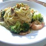 洋食屋ゼペット - エビとブロッコリーのバジルソース