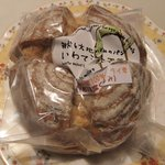 ナチュラルエッセイ - 岩手県産小麦100パーセントクルミ入りパン(530円)