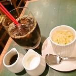 57891446 - コーヒーとデザート
