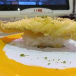 元気寿司 - ほうぼうの天ぷら(横から)