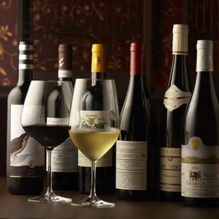 コスパに優れた自然派ワインをラインナップ