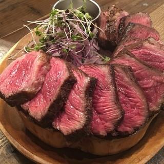 塊肉からじっくり焼くお肉料理