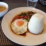 ピム サイアム - 料理写真:ランチのガパオライス