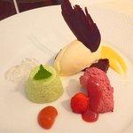 Restaurant au Sauvage - デザートプレート、毎回マジ豪華。