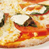 トリプルトゥエンティ - [ マルゲリータ ] 自慢の生地とソースの味をお楽しみください!