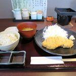 57901763 - 牛カツ定食(980円)