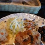 ハーネス - おかずの写真です、美味しい惣菜がいろいろ付いているので、お腹も満足(2016.10.24)