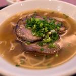 Rensoutei - ハーフ「黒胡椒チャーシュー麺」。このチャーシューがバリウマ!