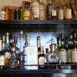 ハーネス - ボードに並ぶ、洋酒のボトル達、綺麗に保管されていて、目の保養になりますね♪(2016.10.24)