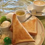 グリーングリル - ブレンドコーヒー400円とトーストのモーニング