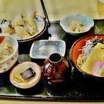 57910325 - 日替わり ぶっかけ蕎麦とかやくご飯 天ぷら