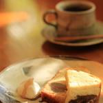 珈琲まめ坊 - すこしだけ、イチジクのパウンドケーキをいただきました。イチジクはこの地域の特産のようで、ちょうどシーズンでした