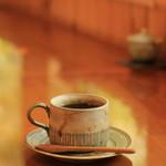 珈琲まめ坊 - 珈琲カップは好きなものを選べます。この日は石巻の作家さんのものを