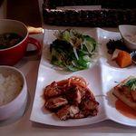57910977 - 日替わりランチ チキンのてりやきと海老マヨのっけ豆腐
