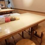 フクフク - テーブル席の様子