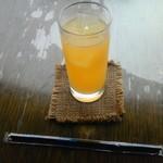 57916023 - 100%パイナップルジュース