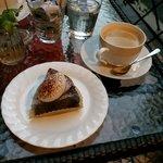 57916041 - ショコラ クラシックと淹れたてコーヒー