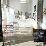 Café BLANC - 2016年8月 フェリーターミナル入ってすぐのところです~7:30~です~