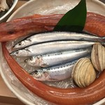 輝らく 伏見 - 新鮮な魚介類。旬なものをご準備しています