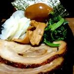 麺屋あらき竃の番人外伝 - 別盛りのトッピング