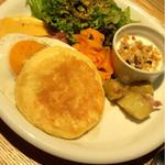 HUMMING BIRD by VERY FANCY KOKURA - パンケーキとチーズと玉子と野菜とグラノーラの朝食