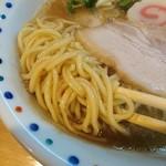 彩色ラーメンきんせい - 麺は中太麺ストレート
