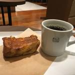 デリカフェ・キッチン オオサカ ミドウ - 2016年10月 シナモントーストと、コーヒー330円