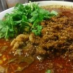 四川担担麺 阿吽 - 辣と麻が楽しめます。 寄ると最早、黒胡椒なのか分かりません。