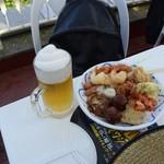 高尾山ビアマウント - 料理写真:フローズンビールと料理